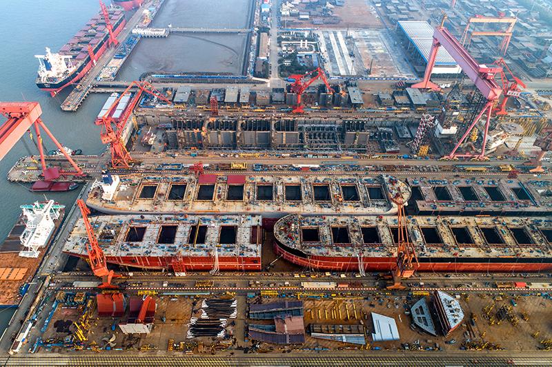 上海外高桥造船厂,图自视觉中国