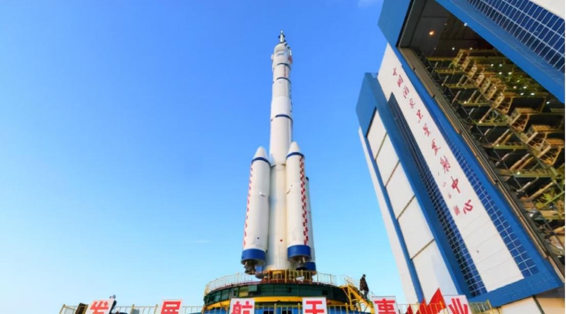 转化效率超30%!中国空间站的太阳能电池,比国际空间站先进在哪
