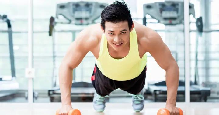 没有健身基础的人,长期坚持俯卧撑跟深蹲,你会有什么收获?
