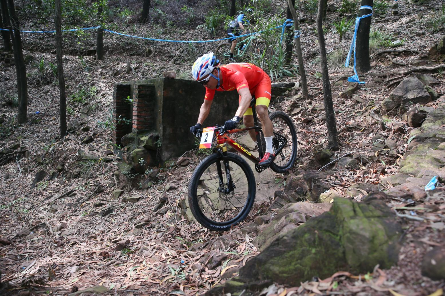 光明运动员夺市运会自行车比赛男子青年组冠军