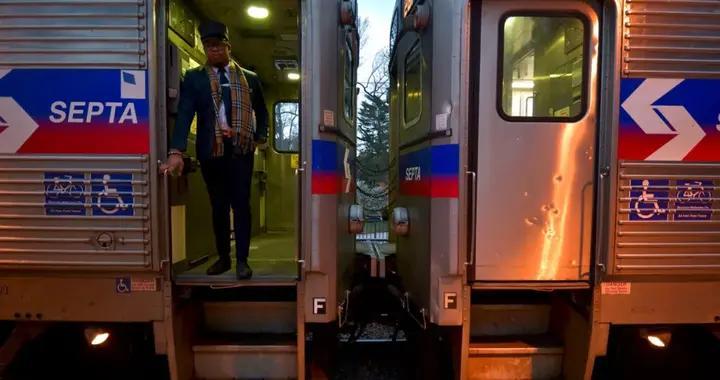 美国费城女子火车上被性侵,乘客们全程无动于衷,还拿手机录像?