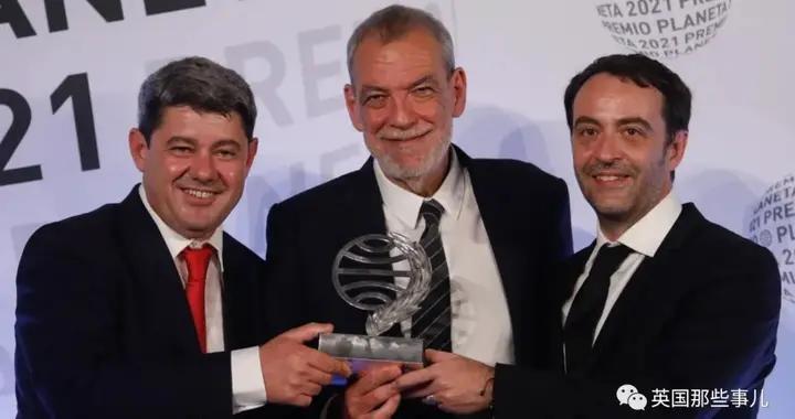 惊悚女作家获100万欧元文学奖,来领奖的却是三个男人:是我们假扮她的