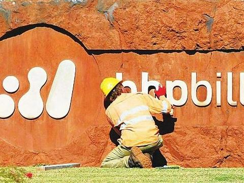 """铁矿石价格""""腰斩""""!巴西巨头再次减产,澳大利亚呢?"""