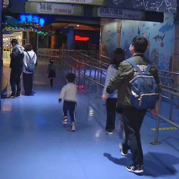青岛公共场所严格落实防控措施 加大消杀力度