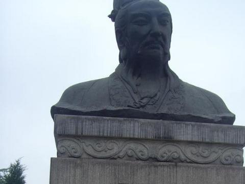 这个皇帝有点惨,在位三年,去世后还被报复