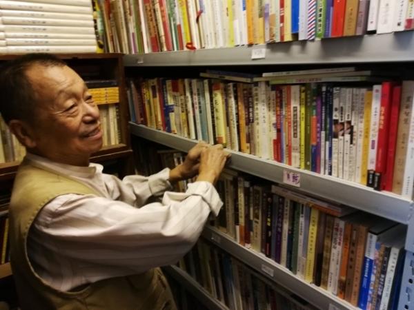 纪念 董秀玉忆沈昌文:以书与酒和朋友往来的老先生