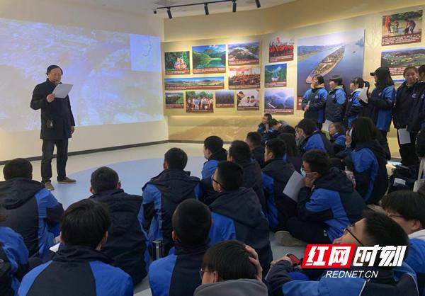 周南中学学子赴省水利科普展示中心开展社会实践活动