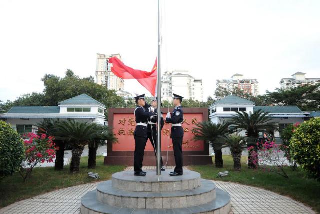 三亚市公安局举行首个中国人民警察节升旗仪式