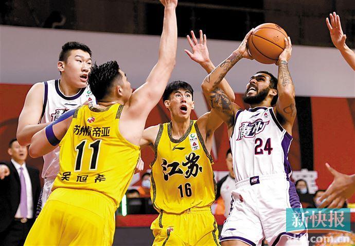 摩尔拿下32分,广州龙狮终止连败