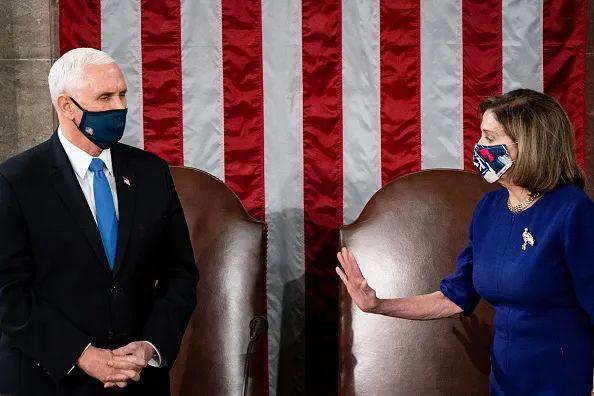 """特朗普:弹劾我对美国""""非常危险""""!"""