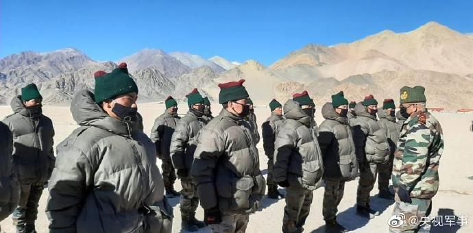 印度国防参谋长视察中印边境哨所