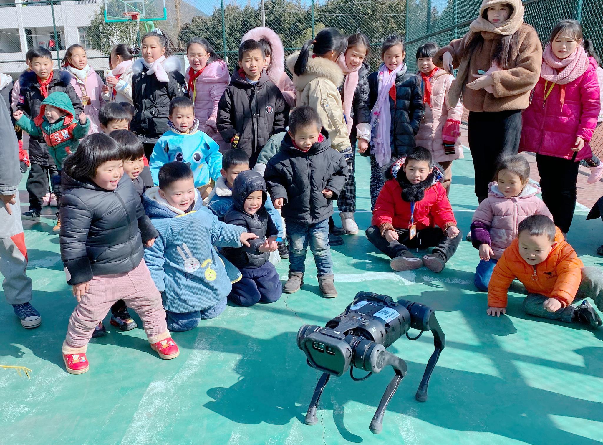 """来看缙云乡村学校的""""机器人派对"""""""