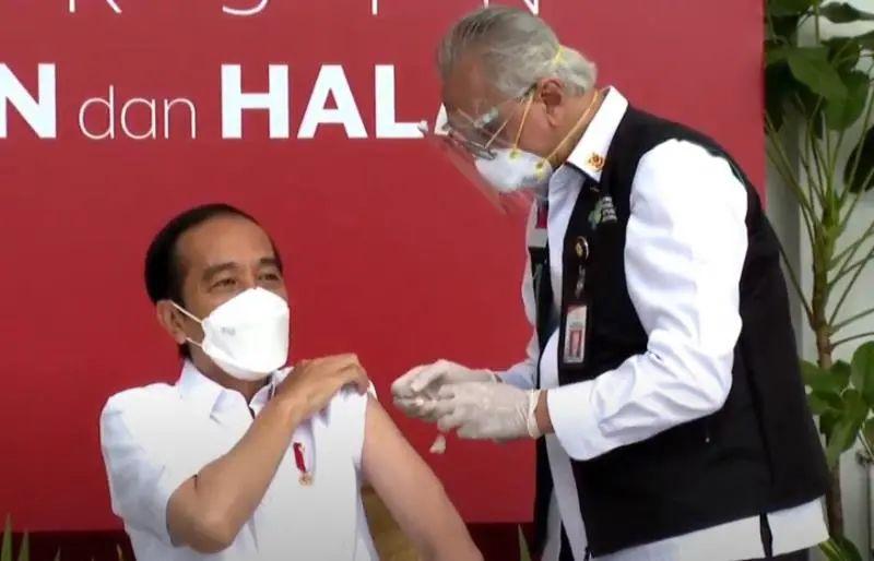 今天,总统带头接种中国疫苗。图片