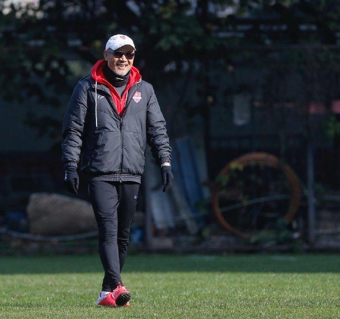 """让球迷泪目的重庆当代纪录片,主教练张外龙和老将黄希扬等人都曾主动""""支招"""""""