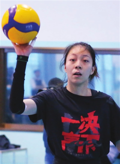 天津女排老将王宁积极备战(图)