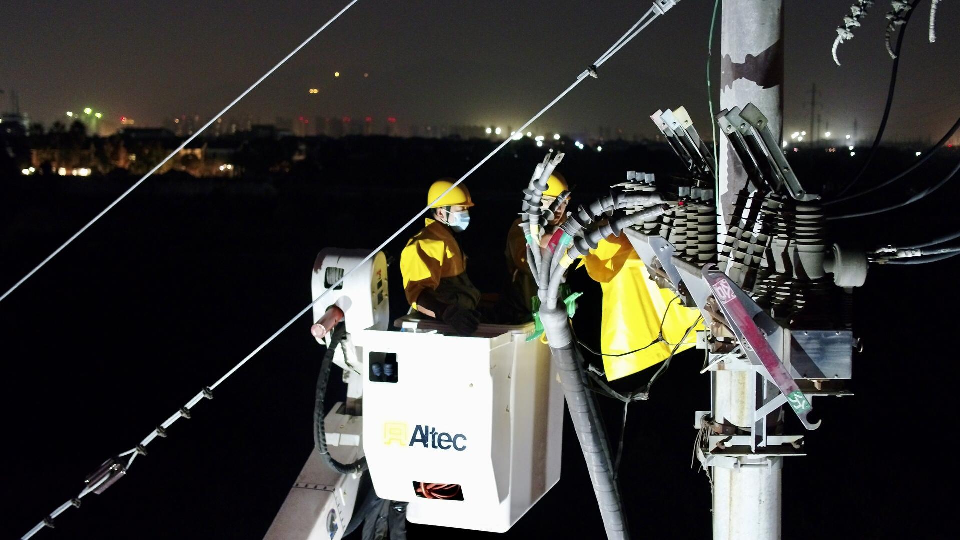 全省首例 台州供电开展110千伏变电站投运10千伏出线大型不停电作业