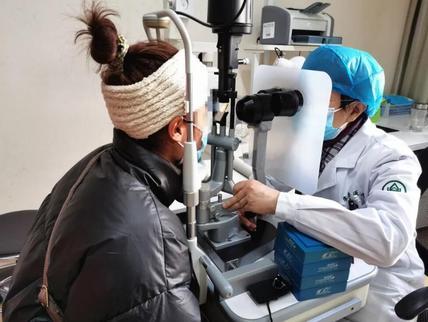 注射器扎入眼球视网膜现裂孔!女医生工作遇险手术恢复