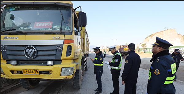 东侨多部门联合开展工程运输车交通违法行为集中整治