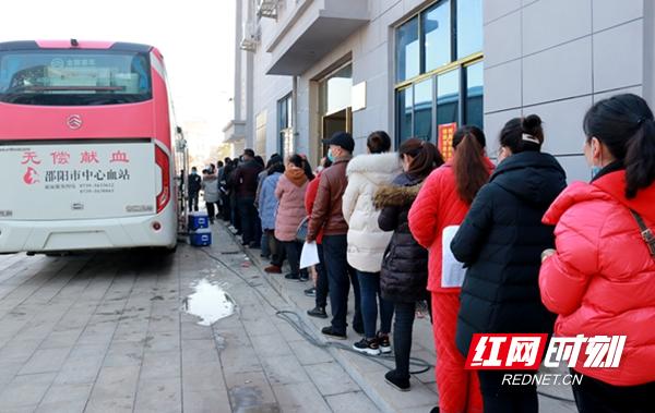 邵东市牛马司镇党员群众踊跃参加爱心献血活动