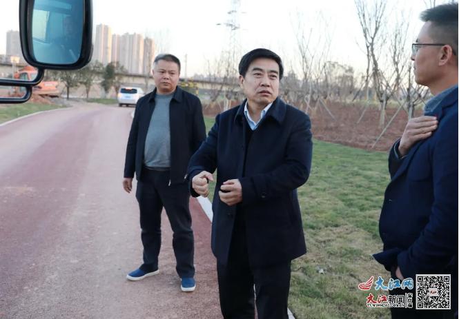上饶市政协副主席、广信区委书记熊孙魁调研城市生态空间绿色长廊建设