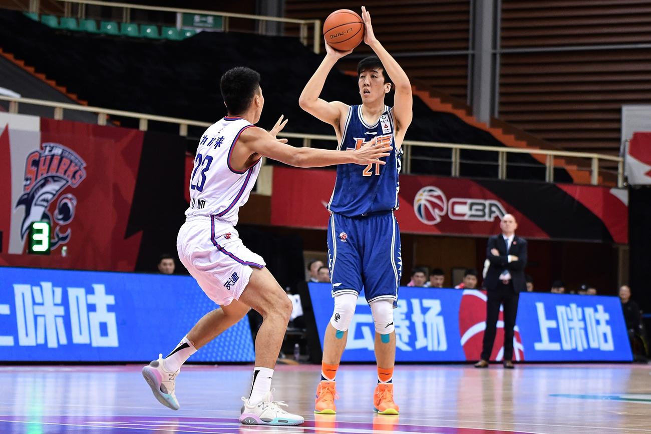 上海男篮25分优势大胜天津,董瀚麟受伤成唯一遗憾