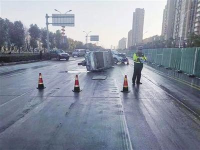 道路结冰 5车相撞