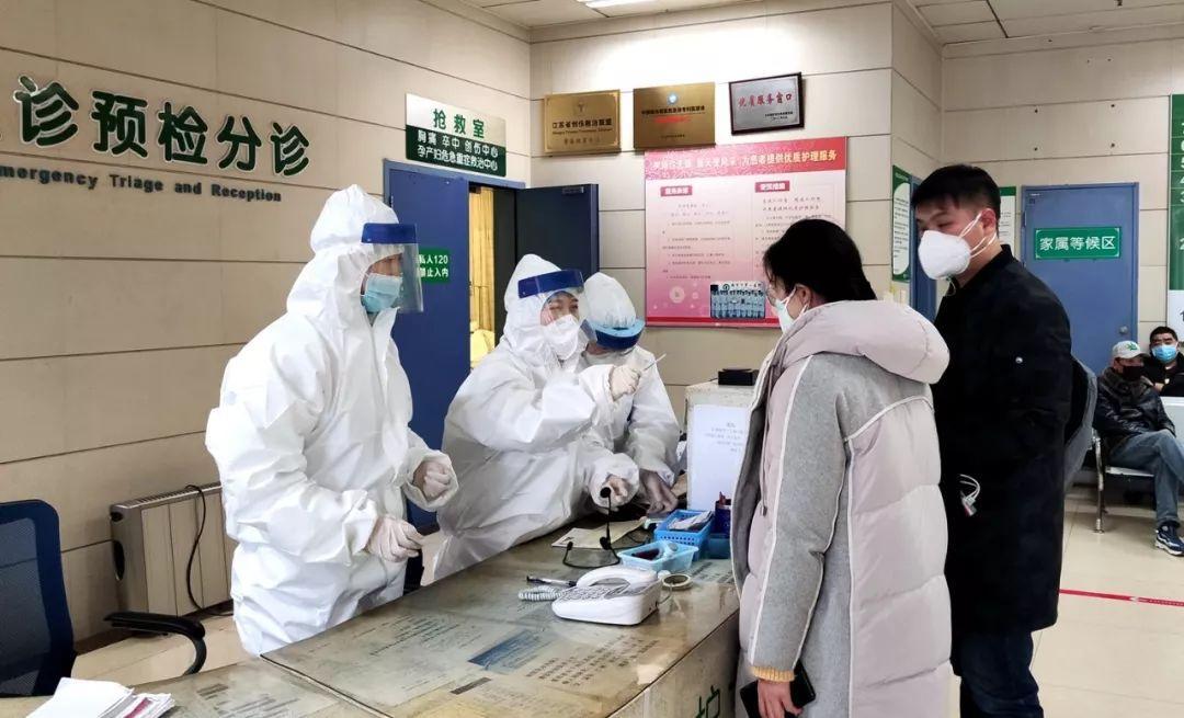 """东评丨抗疫期间要重视群众""""看病难""""问题"""