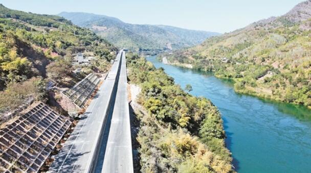 普洱市掀起交通基础设施建设热潮 思澜高速公路即将通车联网