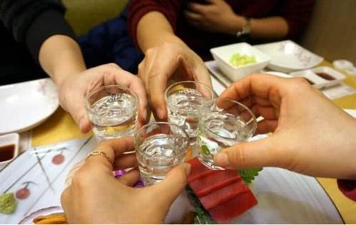 喝酒脸红的人,应注意3方面风险