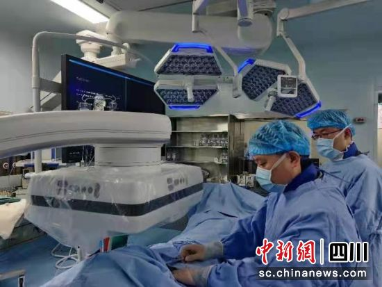 """两台手术""""合并""""操作 助力前置胎盘产妇顺利生下宝宝"""