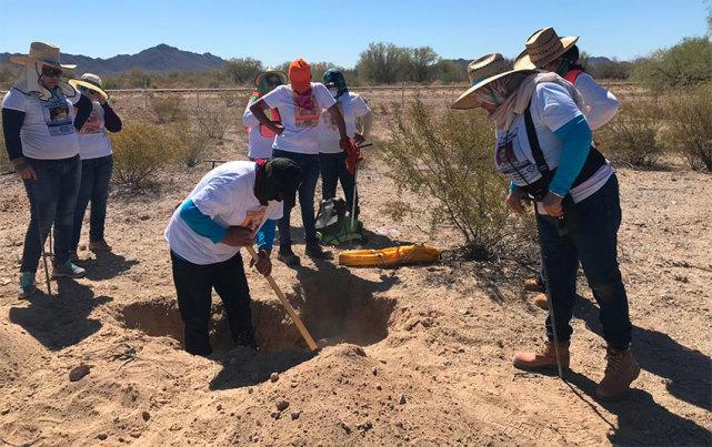 墨西哥大妈组队找失踪亲人,挖出19处秘密坟墓,尸骸大多被烧焦
