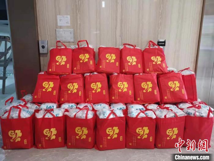 """广西寄送防疫""""暖心包"""" 多措支持东盟华文教育发展"""