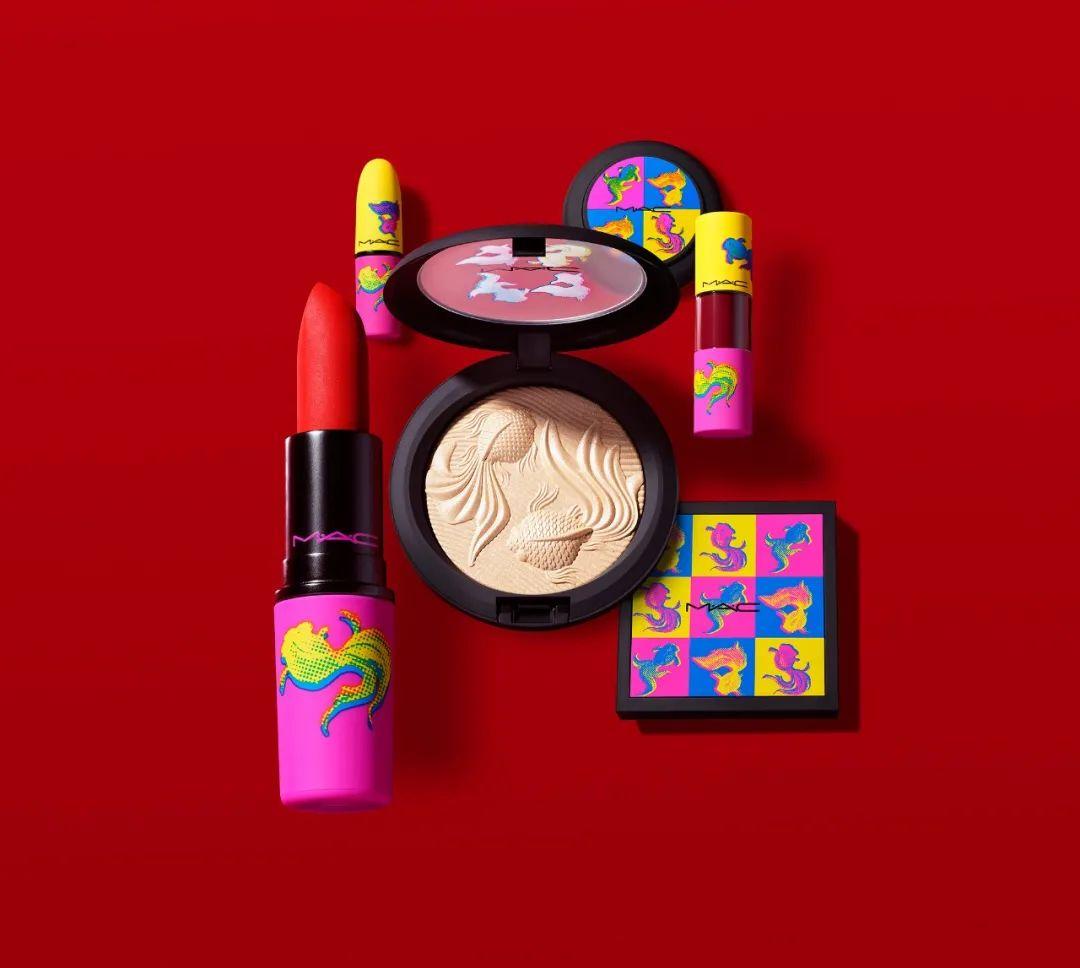 彩妆迷   新年限定彩妆还行吧,顶三个圣诞系列的那种