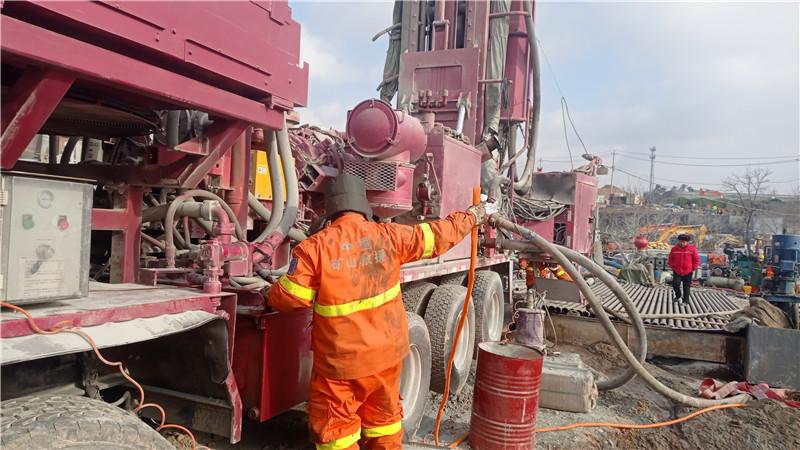 栖霞金矿事故救援最新进展:新增救援机械设备90余台套,清障深度为350米