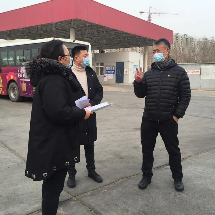 市城管执法局三级调研员石中波检查公交总公司疫情防控情况