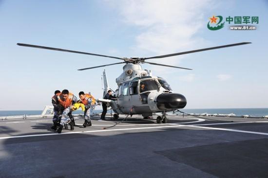 黄海海域,一场覆盖空中、水面、水下的立体救援演练正式展开