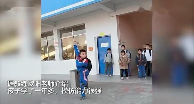 小学生放学打拳,惊呆小伙伴…