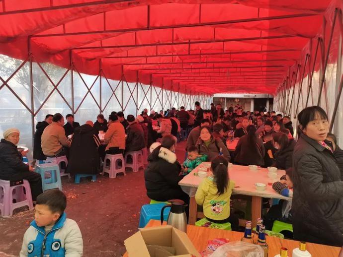 疫情防控期间,贵州这家人违规操办搬家酒,被撤酒席、疏散群众……