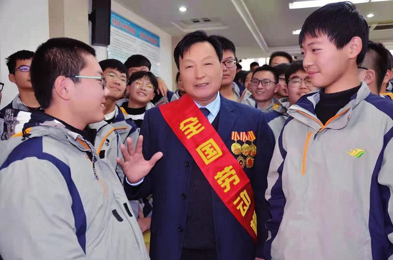 """姚焕平:""""全国劳模""""退而不休初心不改"""