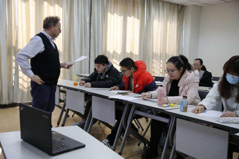 温州一高校给26名有河北旅居史同学开设直播课