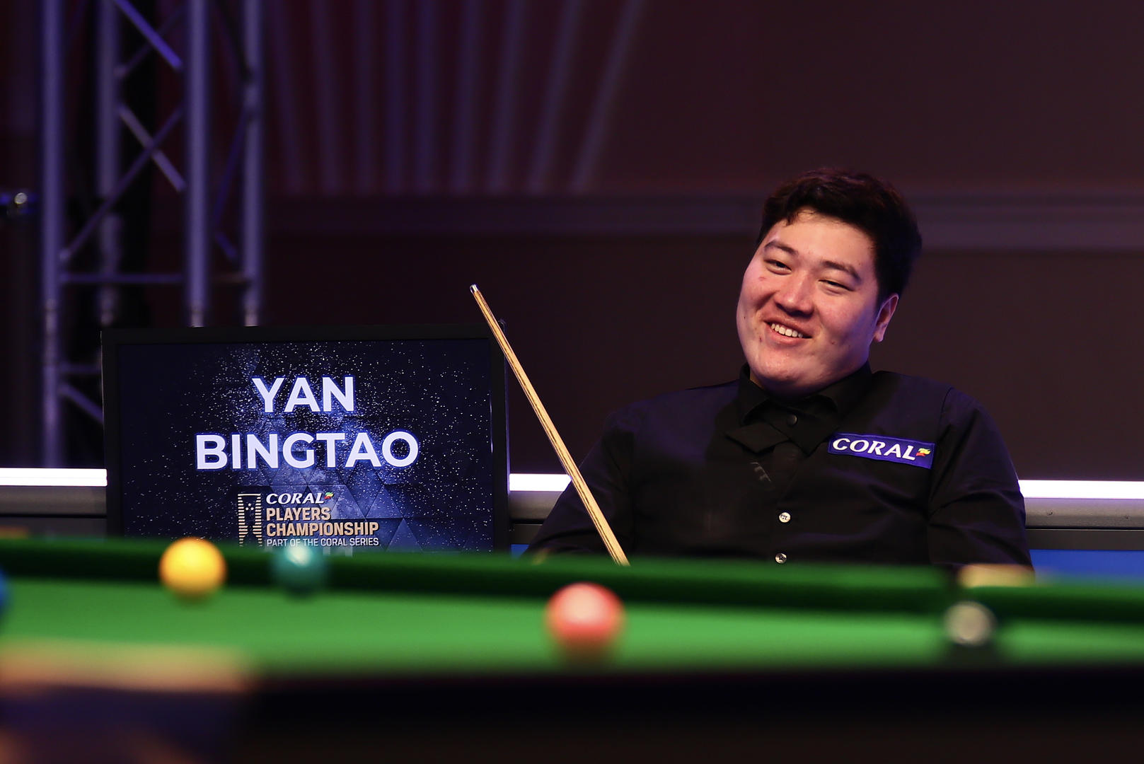 斯诺克大师赛首秀即夺冠 00后中国选手颜丙涛创下多项纪录