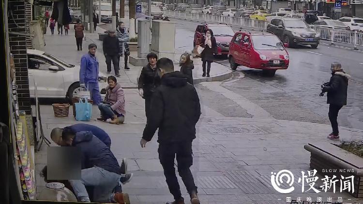 巴南区一男子因偷盗反光镜被捕