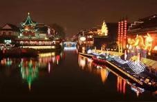 夜色更精彩|秦淮河畔桨声灯影,好一番热闹景致让人流连忘返