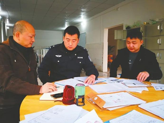 江城美警 | 警徽闪耀在一线 ——记区公安局交巡警支队车管所民警曾林