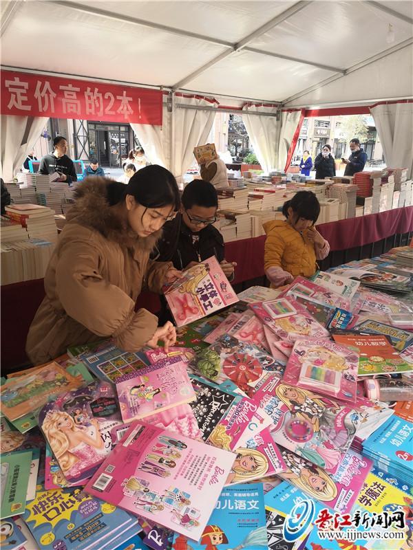 池店举办图书巡展活动