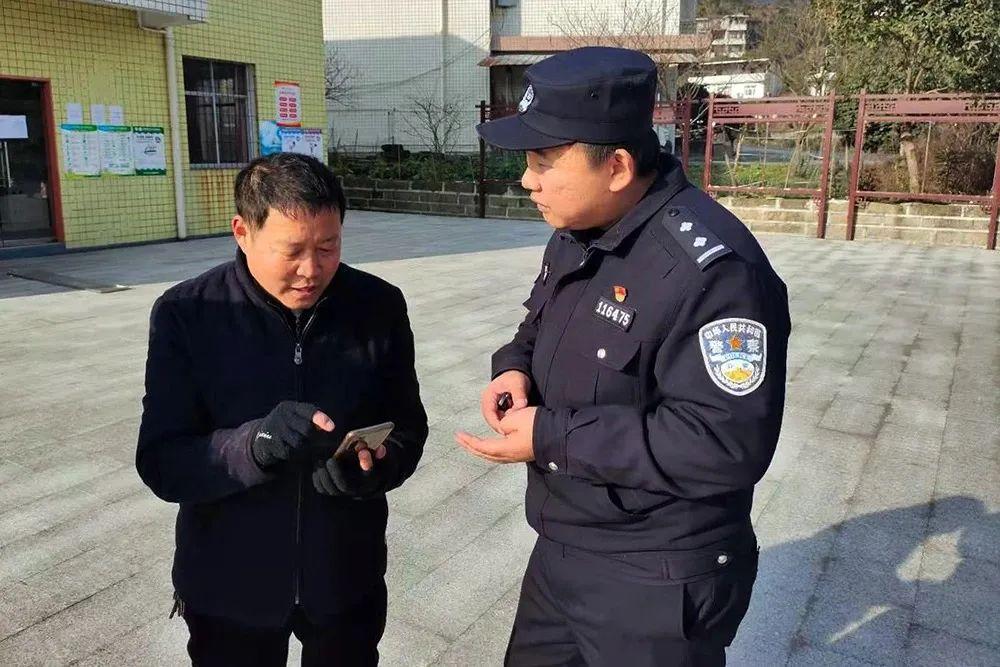 """万州一村主任收到消息,""""领导""""让他帮忙转9万块钱去…"""
