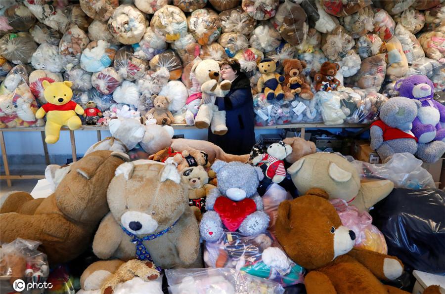 """匈牙利""""泰迪熊妈妈""""40年收藏超万只玩偶 创吉尼斯世界纪录"""