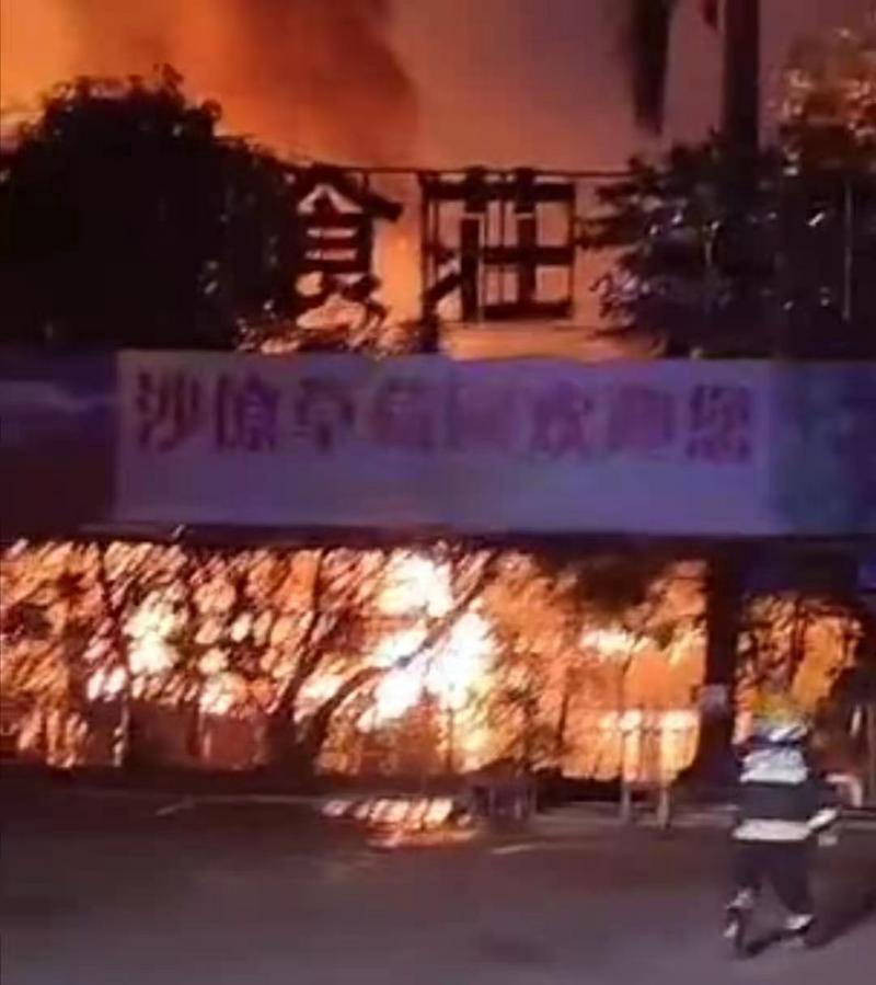 顺德北滘18日晚一农庄发生火灾,无人员伤亡