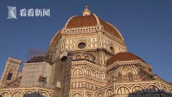 意大利佛罗伦萨大教堂屋顶瓦片发现爪印