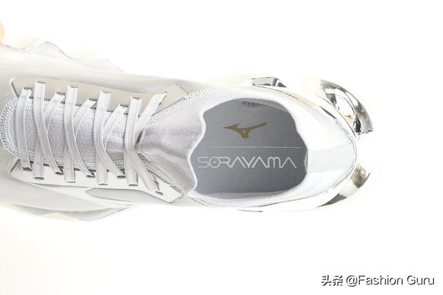 空山基 x Mizuno 最新联名鞋款正式登场